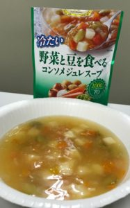透明感のあるスープに、たっぷり野菜。