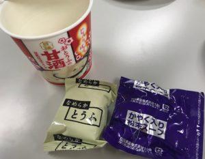 中には、お豆腐とスープの小袋が入っています。