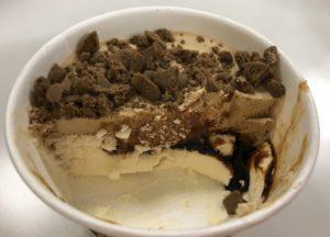 上から クッキー→コーヒー風味アイス→エスプレッソソース→バニラ風味アイス